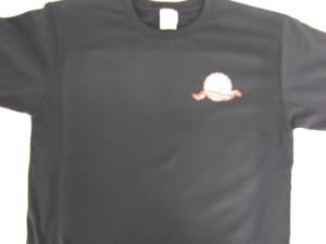 Tシャツの胸全体に四角く付いたプレス跡の例